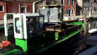 Венеция: как вывозят мусор (LOLnet.ru)