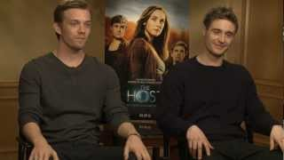 "ДЖЕЙК ЭЙБЕЛ (АБЕЛЬ), Exclusive Interview with MAX IRONS & JAKE ABEL from ""The Host"""