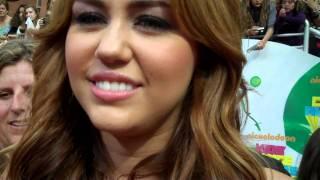 Interview Los Angeles Times - Kids' Choice Awards 2011 #1 - Tapis Orange - 02/04/11