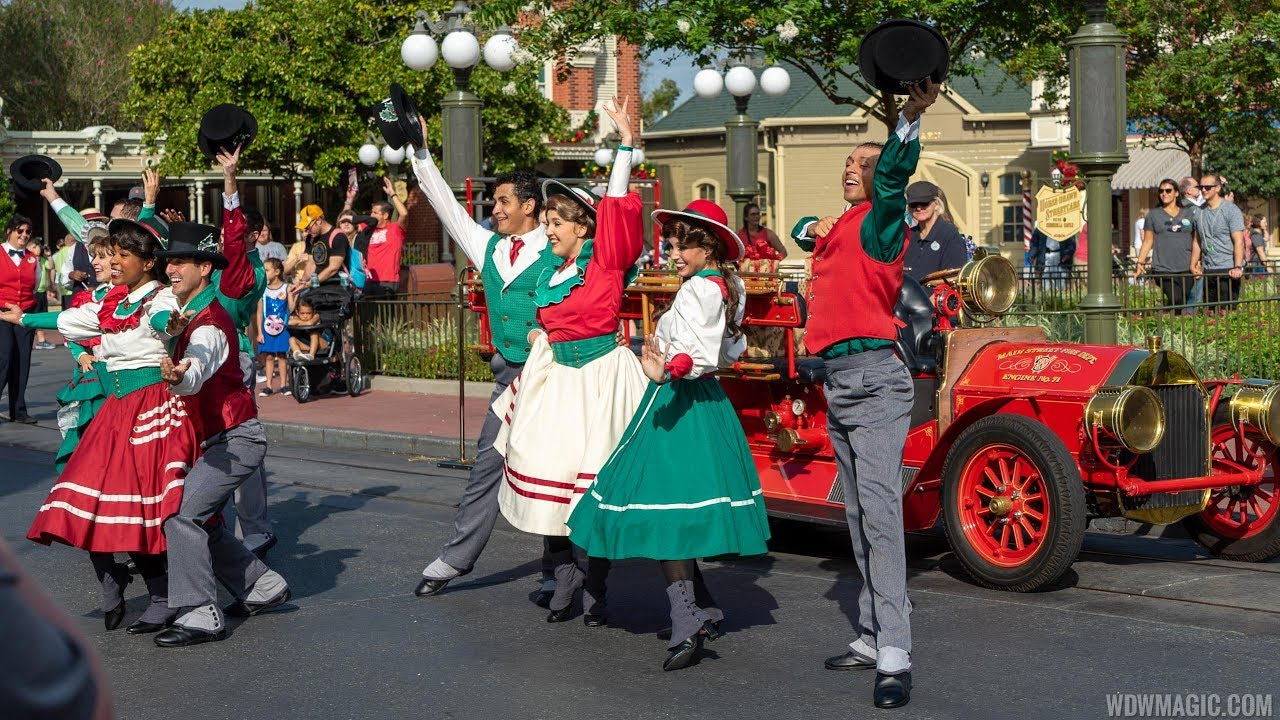 Holly Jolly Trolley Show 2019