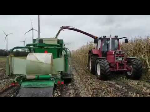 Maisernte 2017 - IHC 1246 Häckselt in Agronic MR 1210 MultiBaler