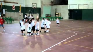preview picture of video 'Escuela de basquet Claudio Lolo Farabello, Club La Armonia, Colon, Entre Rios, Argentina 2'