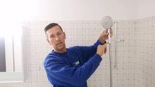 Dusch stange montieren im Badezimmer