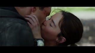 Emilia Clarke and Jai Courtney hot kiss in Terminator Genisys