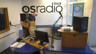 Two Radio-DJs Going Crazy While Playing Staygold - Wallpaper