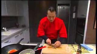 Hung Fai cocinando Yakisoba.avi