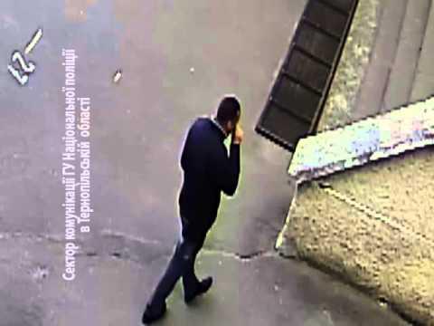 Тернопільські поліцейські просять допомогти знайти вар'ята, який налякав двох школярок
