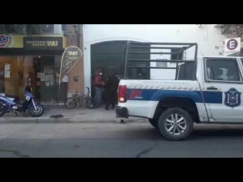 Video: Detenidos por tomar bebidas alcohólicas en la calle