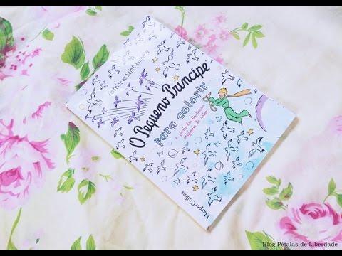 Folheando o livro O pequeno príncipe para colorir, da editora HarperCollins (edição econômica)