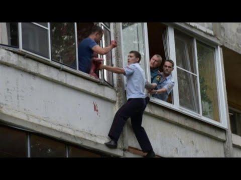 В Саранске пьяный мужчина пытался выбросить из окна ребенка.