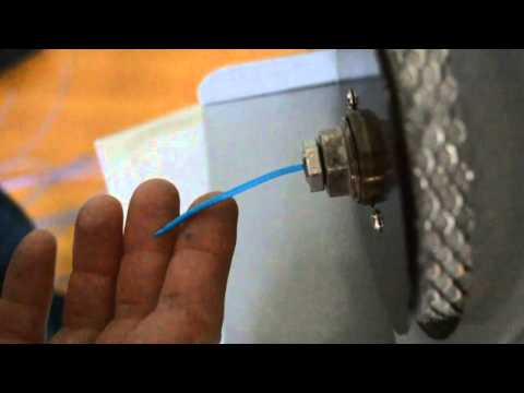 Máquina extrusora portátil para fabricação de filamento 3D/suprimento.