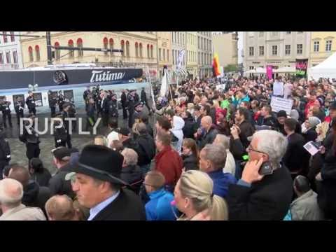 Germany: Merkel heckled as she arrives in Dresden for Unity Day celebrations
