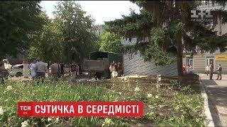 У Кропивницькому демобілізовані бійці вирішили силоміць знести кіоск, побудований на квітнику
