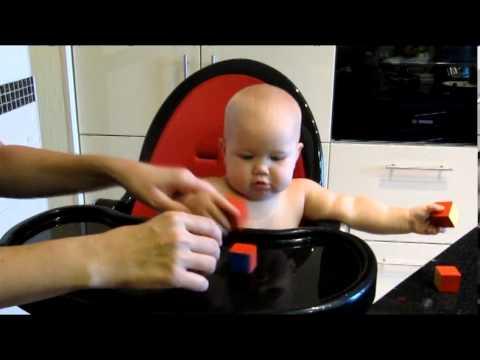Как играть в кубики с малышом в 11 месяцев