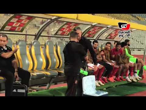 في أول قيادة فنية.. «كارتيرون» يعانق لاعبي الأهلي قبل مواجهة تاون شيب