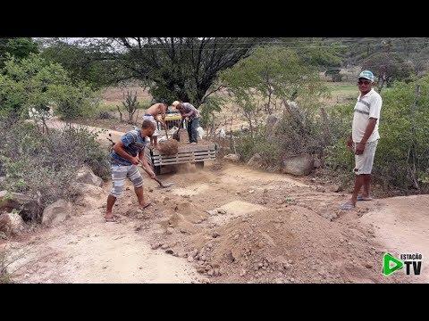 Agricultores recuperam estrada