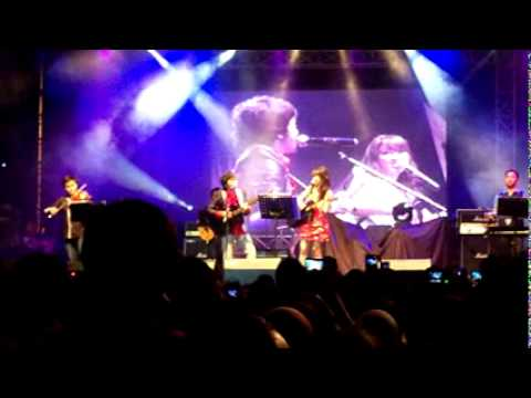 Sabrina Feat Calvin Jeremy - Just The Way You Are (live At Kampoeng Jazz 2011 FH UNPAD, Indonesia)