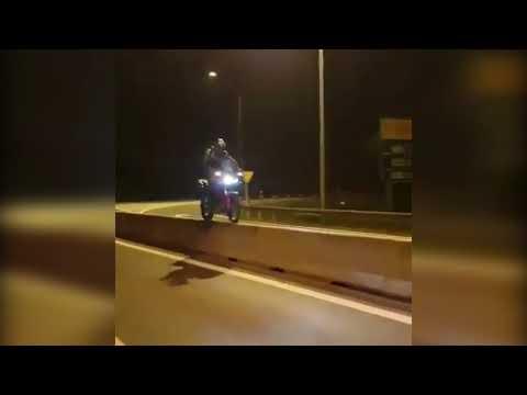 Motociclista se aventura e se dá mal