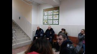 Организованная полицейская группа и водитель