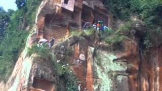 Video : China : The LeShan Giant Buddha statue - video