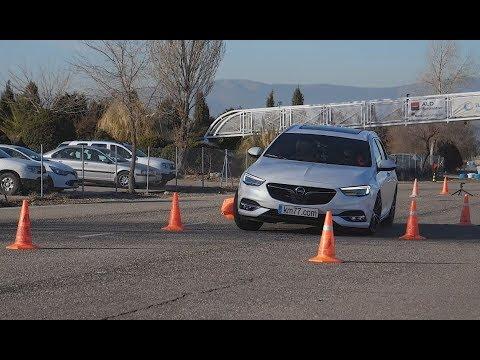 Opel Insignia Sports Tourer 2017 - Maniobra de esquiva (moose test) y eslalon   km77.com
