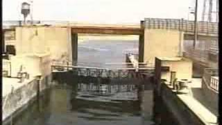 preview picture of video 'Egypt - The dam in Esna (2001)'