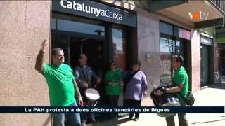 preview picture of video 'La PAH protesta en unes oficines bancàries de Bigues i Riells'