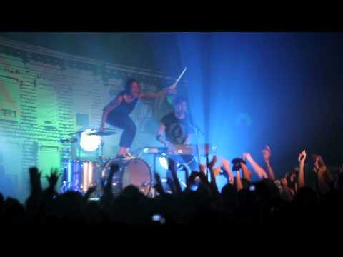 Matt and Kim - Daylight (live)