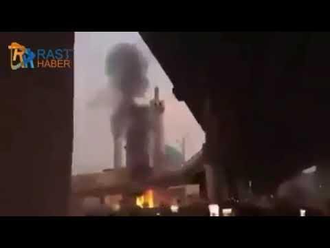 Irak'ta Şehid Muhammed Bakır El Hekim'in Mezarı Ateşe Verildi