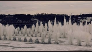 Смотреть онлайн Серия больших взрывов льда на реке
