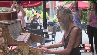 Homeless piano man wows internet