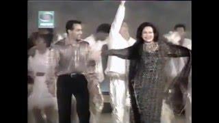 Salman Khan salutes and dances with his mom Helen Khan in Golden Girl Concert  2001