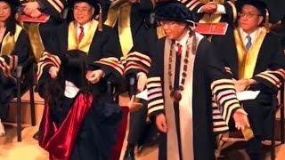 HK Polytechnic University president refuses to shake hands with masked students 香港理工大學校長拒絕與蒙面學生握手
