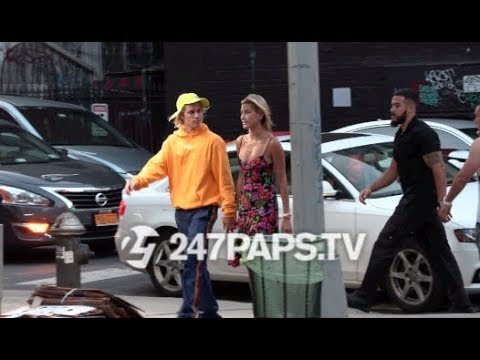 (Exclusive) JUSTIN BIEBER AND HAILEY BALDWIN LOOK LOVED UP AS THEY HOLD HANDS IN NYC