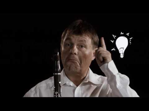 Erich Born erklärt die Klarinette