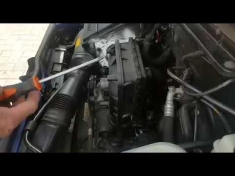Der Akt der Aufnahme-Sendung des Benzins