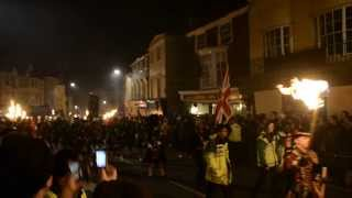 preview picture of video 'Lewes Bonfire Night 2013 - Guy Fawkes effigy and bagpipe band'