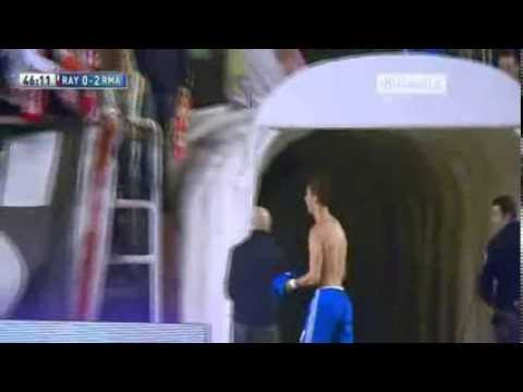 Cristiano Ronaldo Give away His Shirt To Cute Girl  Rayo Vallecano vs Real Madrid