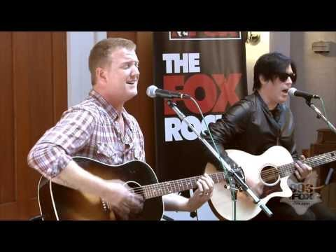 Queens Of The Stone Age - Go With the Flow (Fox Uninvited Guest)