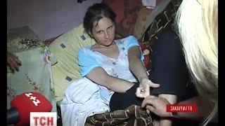 На Закарпатті мати-п'яничка занедбала доньку-інваліда