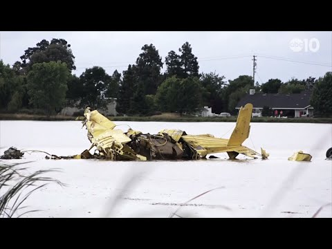 Two small crop-dusting planes collided in midair and crashed into a Northern California rice field Wednesday, killing both pilots, according to the Sutter County Sheriff's Office. (May 16)