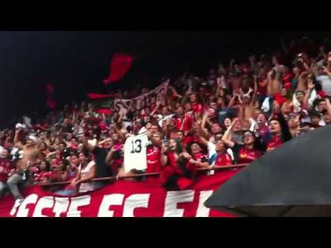 """""""La Doce alentando a la LDA antes del Clásico 2013-04-13"""" Barra: La 12 • Club: Alajuelense"""