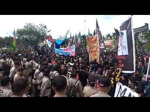 Tagih Janji, Suporter PSPS Demo di Kantor Gubernur Riau