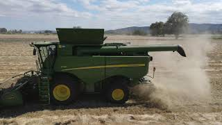 Demoing a S760 combine/Harvesting with a Hilco Kit