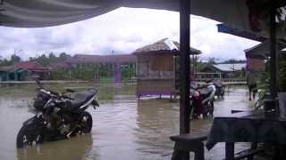 preview picture of video 'LONGKALI BANJIR LAGI'