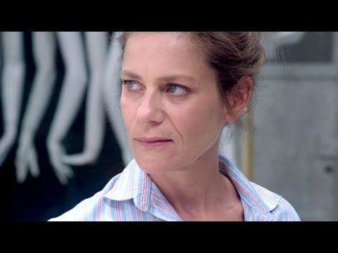 """TIENS TOI DROITE - La Bande Annonce """"Marina Foïs"""""""