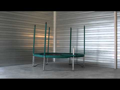 Montaggio rete di protezione tappeto elastico