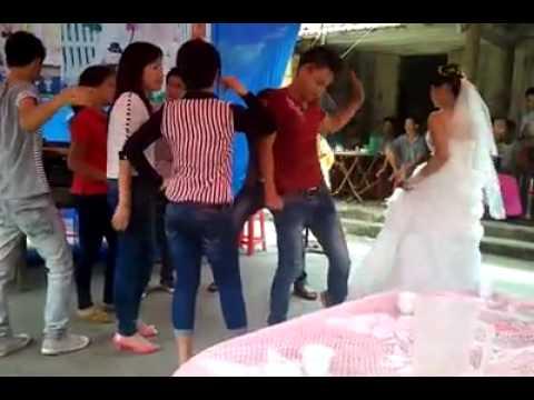 Cô dâu nhảy quá hoành tráng!