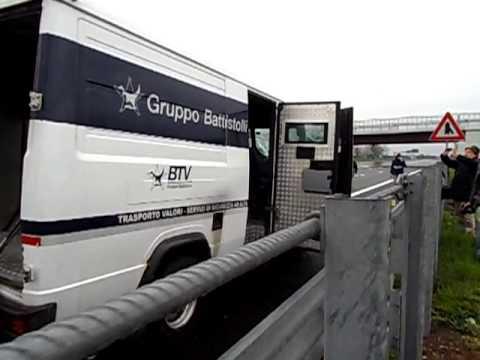 Assalto A9: il furgone assaltato