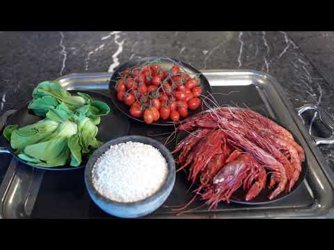 香港丽思卡尔顿酒店TOSCA DI ANGELO总监示范「红虾意大利饭·莙薘菜·香葱」